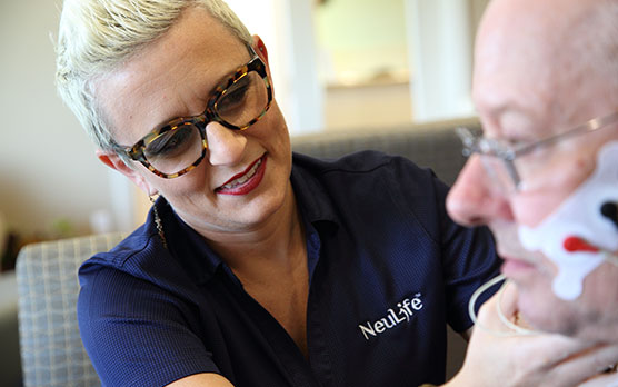 NeuLife Brain Injury Rehabilitation Clinician one on one with patient
